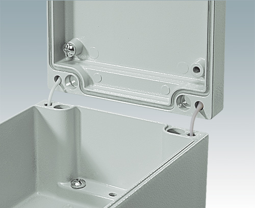 Industrial enclosures with lid retaining straps